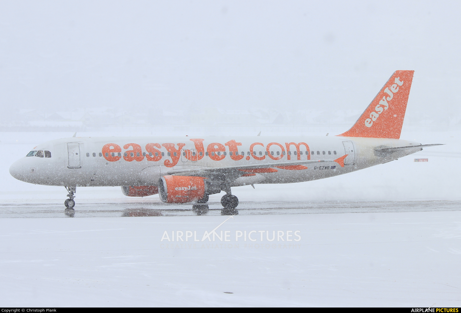easyJet G-EZWB aircraft at Innsbruck