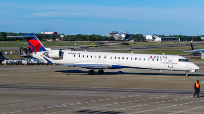 N166PQ - Delta Connection - Express Jet Airlines Canadair CL-600 CRJ-900
