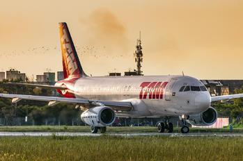 PR-MBR - TAM Airbus A320
