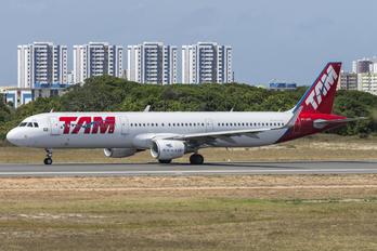 PT-XPD - TAM Airbus A321