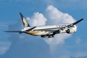 9V-SYF - Singapore Airlines Boeing 777-300