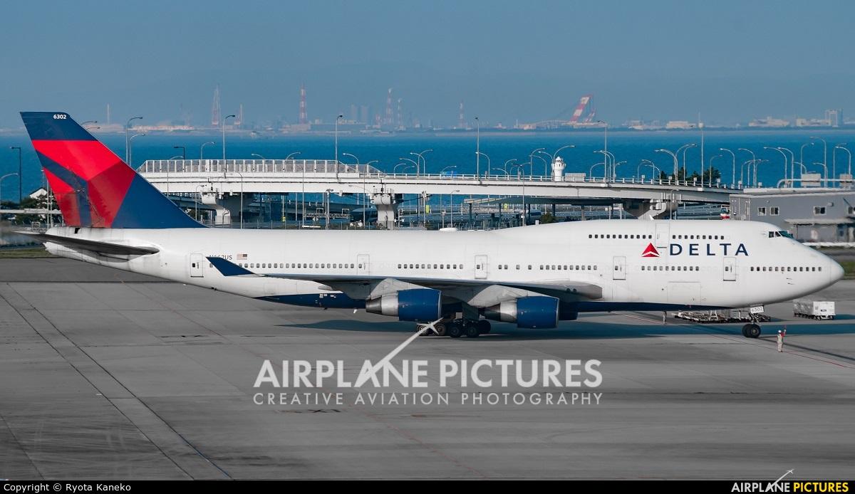 Delta Air Lines N662US aircraft at Kansai Intl