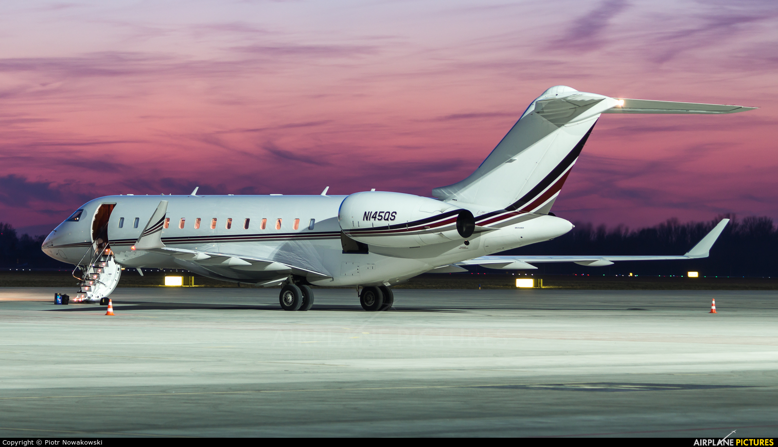 Netjets (USA) N145QS aircraft at Warsaw - Frederic Chopin