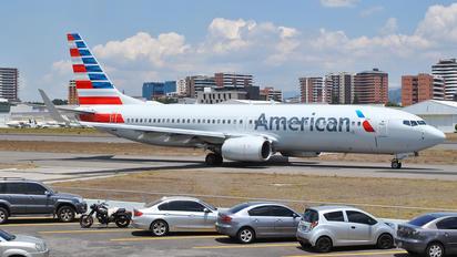 N921AN - American Airlines Boeing 737-800