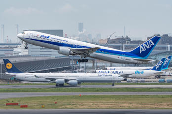 JA8322 - ANA - All Nippon Airways Boeing 767-300