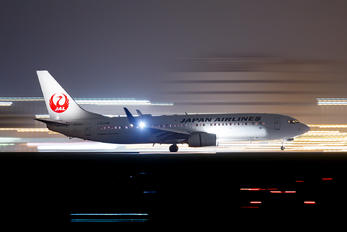 JA342J - JAL - Japan Airlines Boeing 737-800