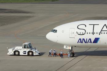 JA711A - ANA - All Nippon Airways Boeing 777-200