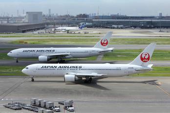 JA8398 - JAL - Japan Airlines Boeing 767-300