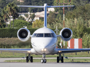 M-RLIV - Private Canadair CL-600 Challenger 605