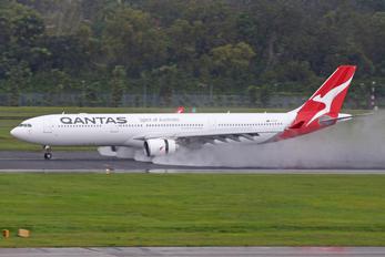 VH-QPI - QANTAS Airbus A330-300