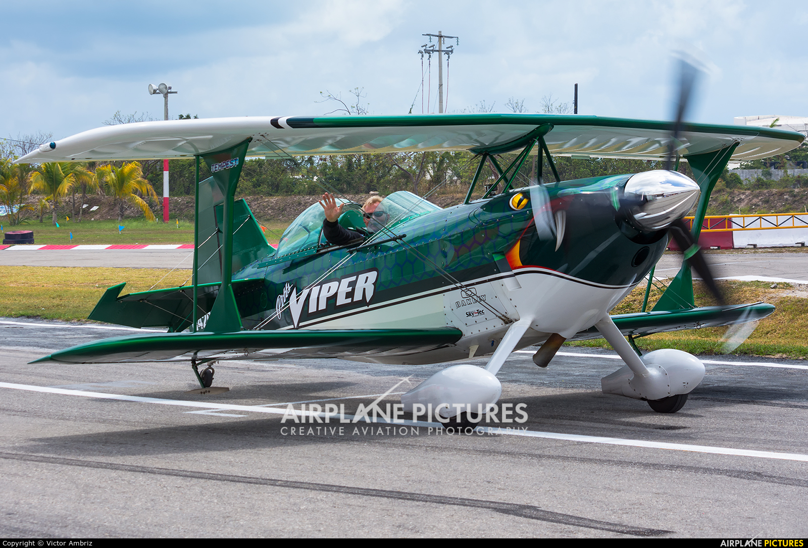 Private N4204S aircraft at Cancun Intl