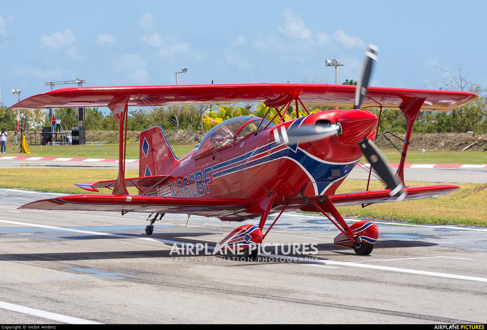 Private N360BF aircraft at Cancun Intl