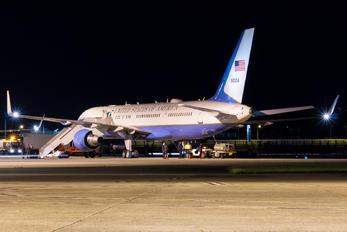99-0004 - USA - Air Force Boeing C-32A