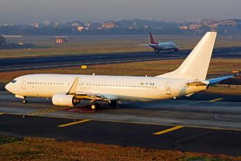 VT-SLM - SpiceJet Boeing 737-800