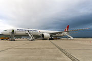 Rare visit of Turkish B77W to Stuttgart title=