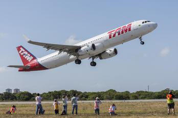 PT-MXN - TAM Airbus A321