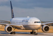 N225UA - United Airlines Boeing 777-200ER aircraft