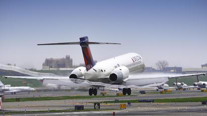N991AT - Delta Air Lines Boeing 717