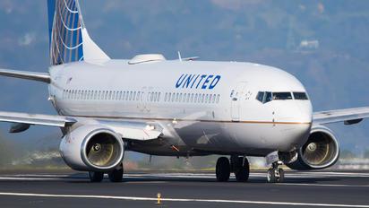 N37281 - United Airlines Boeing 737-800