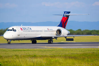 N927AT - Delta Air Lines Boeing 717