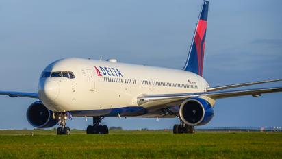 N174DN - Delta Air Lines Boeing 767-300ER