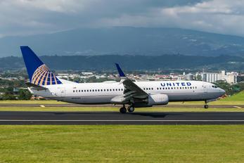 N76529 - United Airlines Boeing 737-800