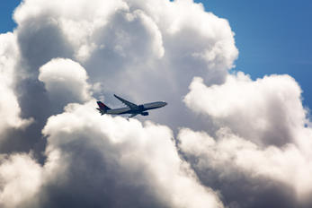 - - Delta Air Lines Airbus A330-300