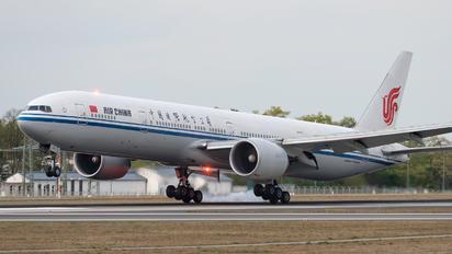 B-2090 - Air China Boeing 777-300ER