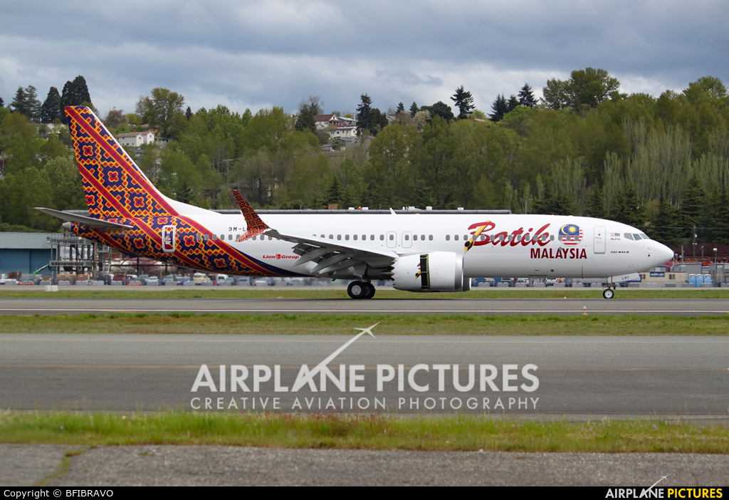 Batik air malaysia photos airplane pictures 9m lrc batik air malaysia boeing 737 8 max stopboris Image collections