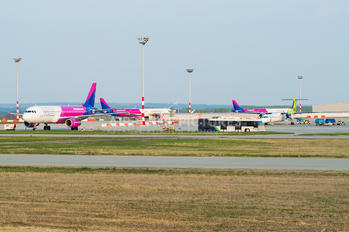 LHBP - - Airport Overview - Airport Overview - Apron