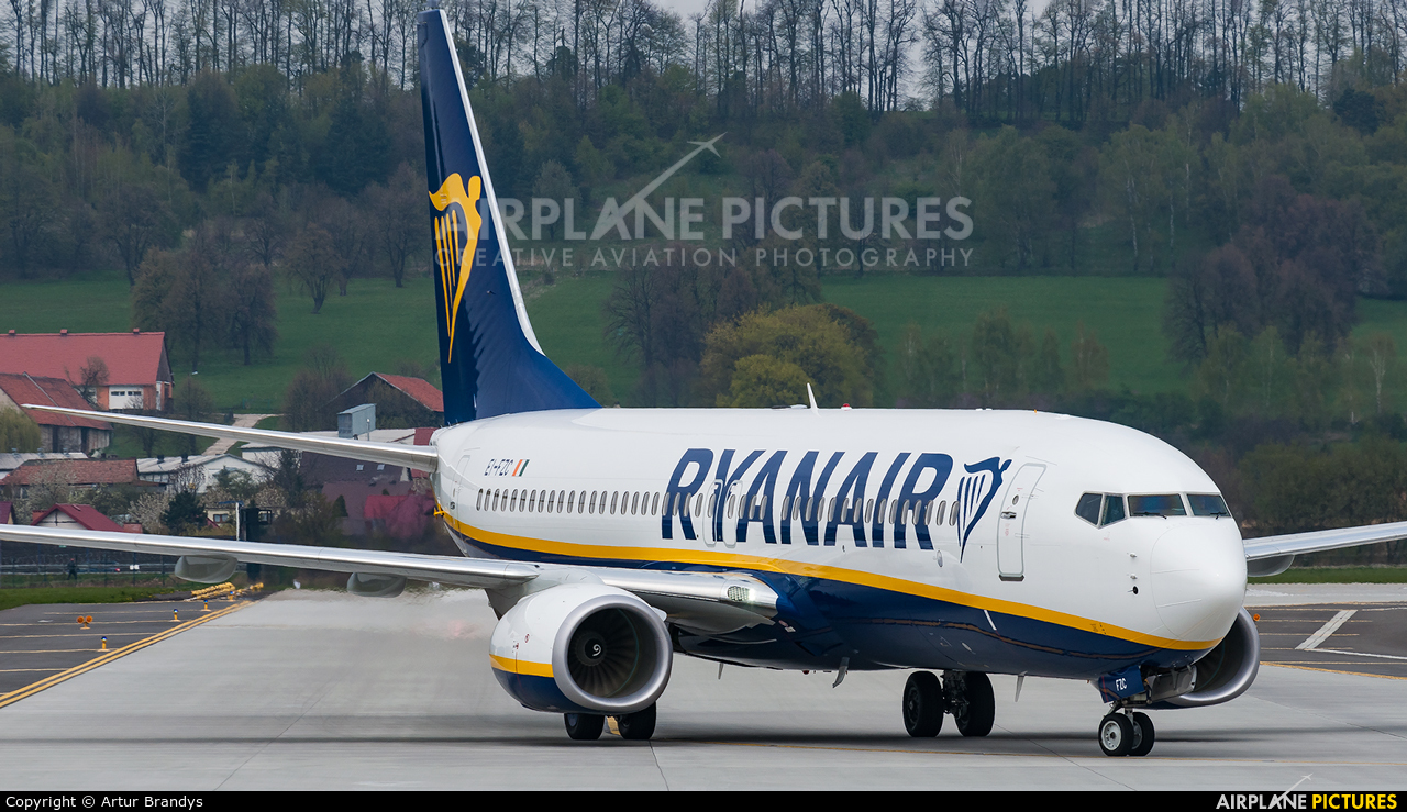 Ryanair EI-FZC aircraft at Kraków - John Paul II Intl