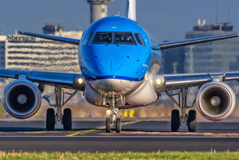 PH-EXM - KLM Embraer ERJ-175 (170-200)
