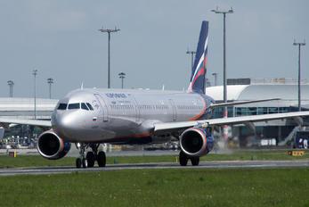VP-BTR - Aeroflot Airbus A321