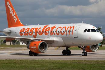 G-EZAT - easyJet Airbus A319