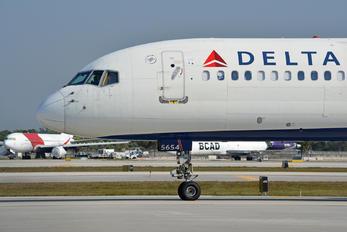 N554NW - Delta Air Lines Boeing 757-200WL