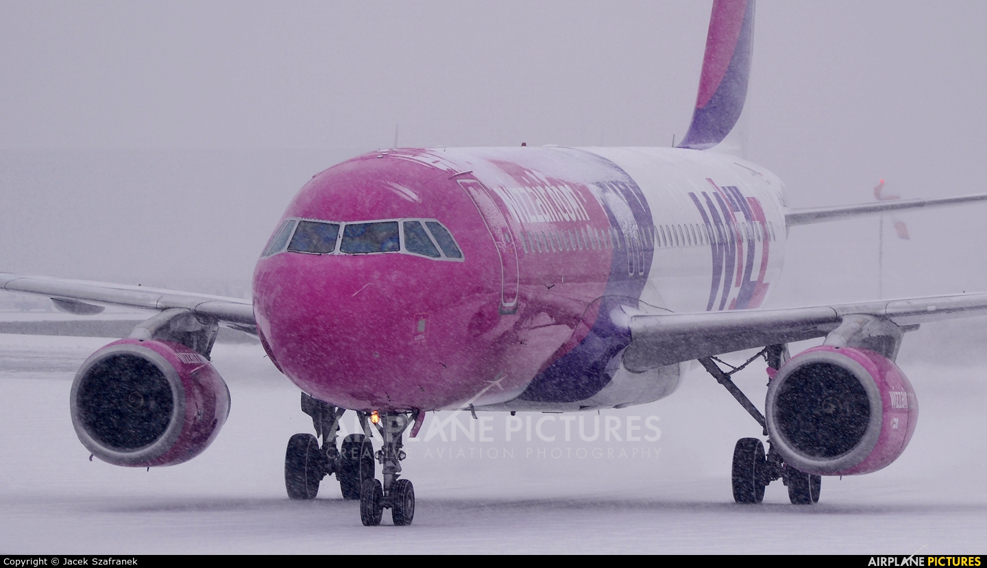 Wizz Air HA-LPM aircraft at Katowice - Pyrzowice