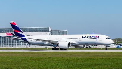 A7-AMC - Qatar Airways Airbus A350-900