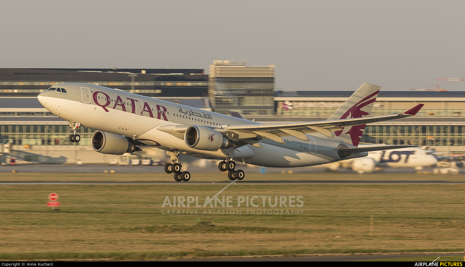 Qatar Airways A7-ACL aircraft at Warsaw - Frederic Chopin