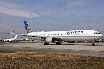 N76065 - United Airlines Boeing 767-400ER