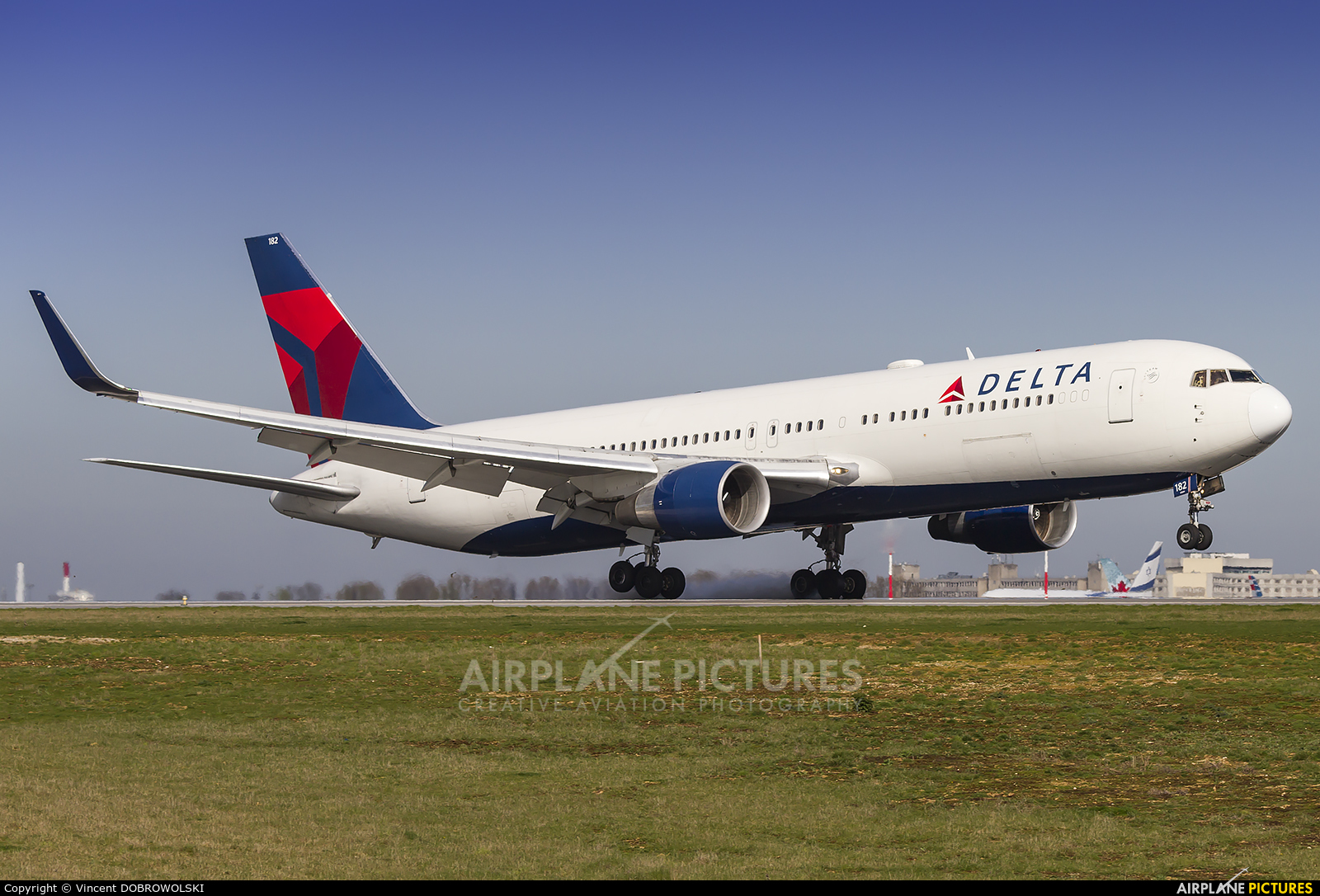 Delta Air Lines N182DN aircraft at Paris - Charles de Gaulle