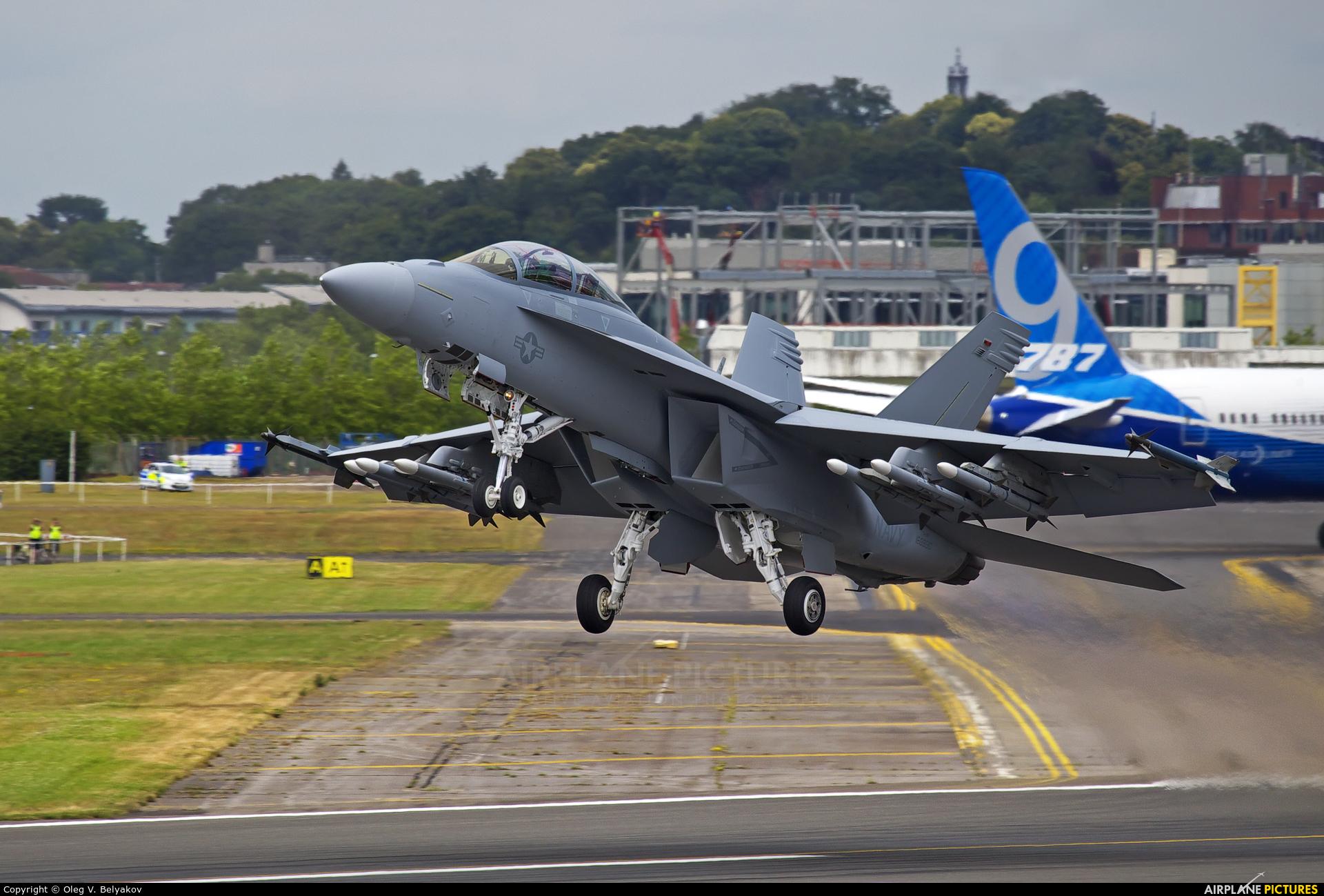 USA - Navy 168890 aircraft at Farnborough