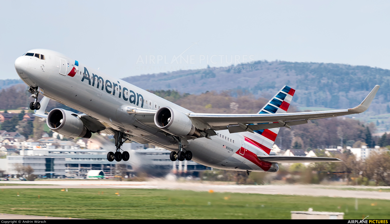 American Airlines N342AN aircraft at Zurich