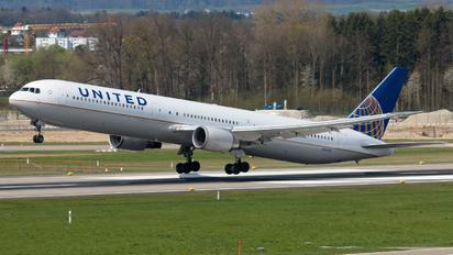 N59053 - United Airlines Boeing 767-400ER