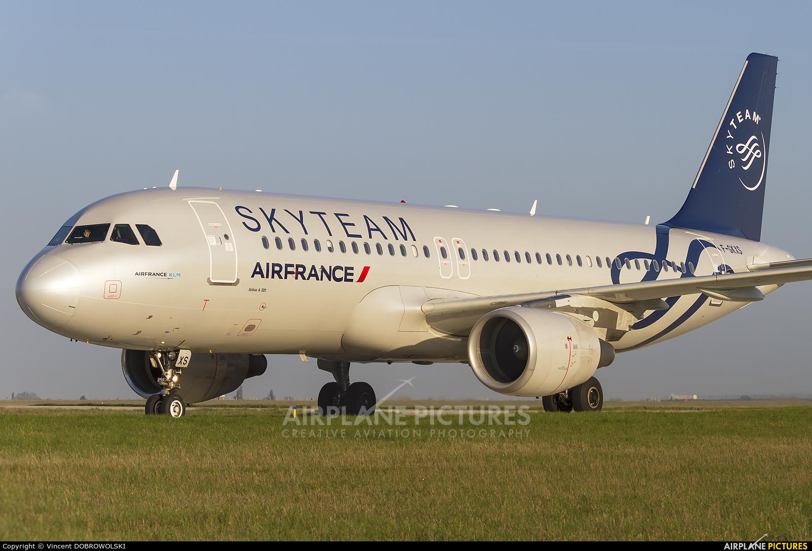 Air France F-GKXS aircraft at Paris - Charles de Gaulle