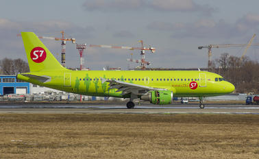 VP-BTS - S7 Airlines Airbus A319