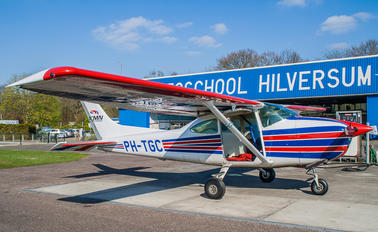 PH-TGC - Skydive Rotterdam Cessna 182 Skylane (all models except RG)