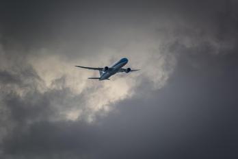 - - KLM Boeing 787-8 Dreamliner
