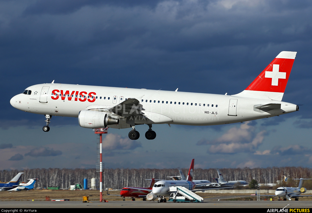 Swiss HB-JLS aircraft at Moscow - Domodedovo