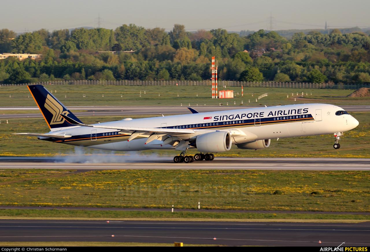Singapore Airlines 9V-SMD aircraft at Düsseldorf