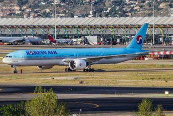 HL8208 - Korean Air Boeing 777-300ER